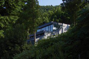 雷山の森の住宅