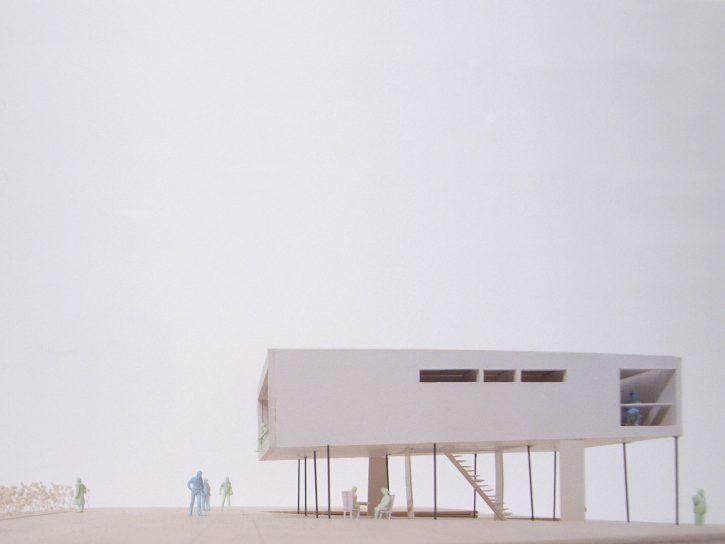蔵の上の住宅